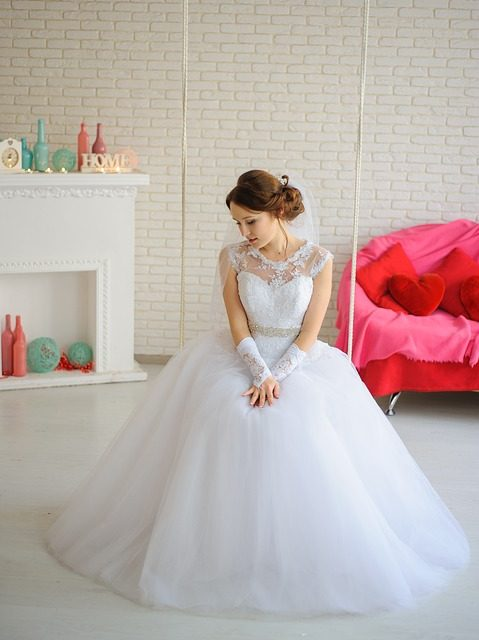Rodzaje popularnych fasonów sukien ślubnych