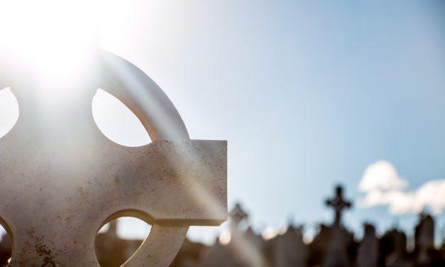 Co zrobić w sytuacji, gdy nie jesteśmy w stanie zaopiekować się grobem naszych bliskich?