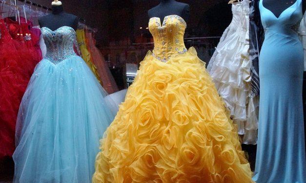 Studniówkowa moda – jak wybrać sukienkę?