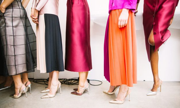 Przegląd najmodniejszych sukienek na studniówki