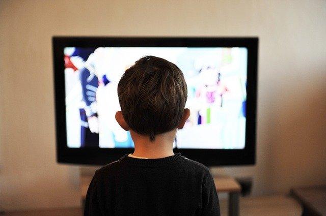 Zmień stary telewizor w smart TV. Jak to zrobić?