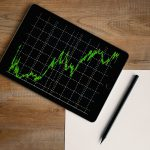 Co ma wpływ na cenę akcji?